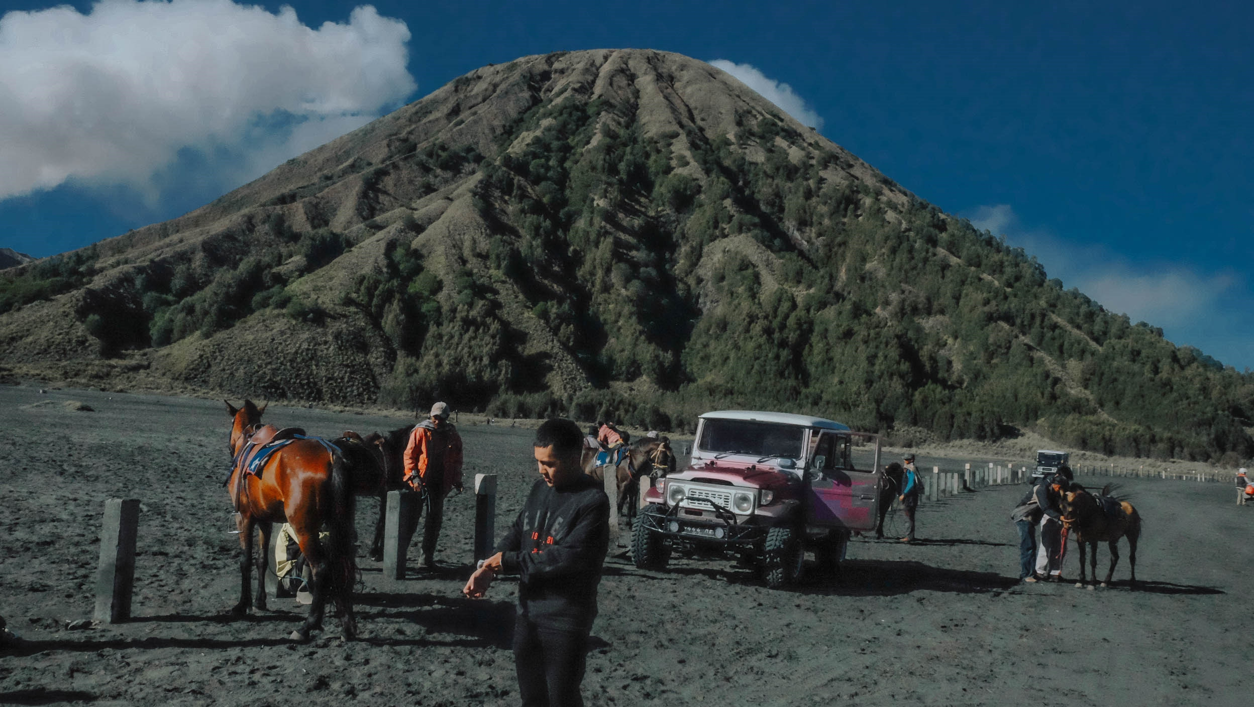 Den Indonesia, cham chan toi mieng nui lua Bromo hinh anh 23